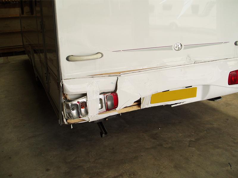 02-1-caravan-rear