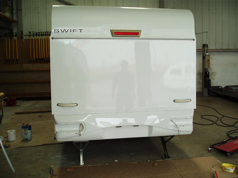 02-5-caravan-rear